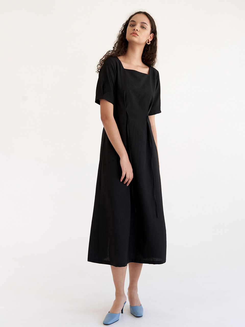 Sqaure Tuck Dress - Black